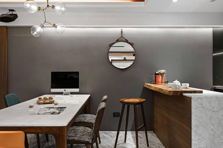 造型擺飾:  書房/辦公室 by 京彩室內設計裝修工程公司