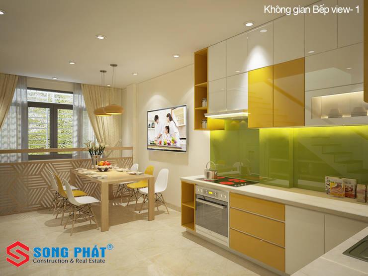 Không gian bếp với tone màu tươi sáng.:  Phòng ăn by Công ty TNHH TK XD Song Phát