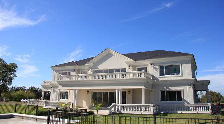 Emprendimiento Chateau Pilar: Casas de estilo  por ARQCONS Arquitectura & Construcción,