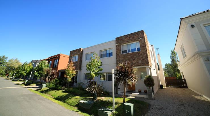 Emprendimiento Hábitat Residencias: Casas de estilo  por ARQCONS Arquitectura & Construcción,