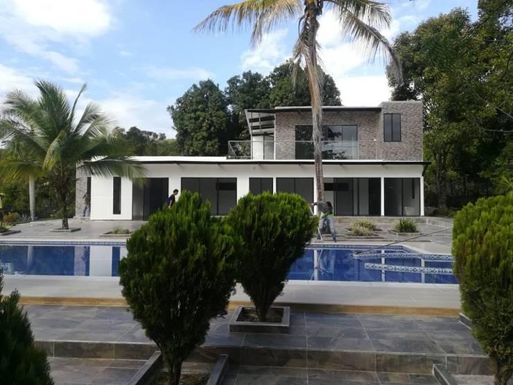 Casa Prefabricada con Piscina privada:  de estilo  por Salto Inmobiliario