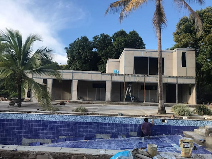 Construcción de Casa Prefabricada y Piscina privada:  de estilo  por Salto Inmobiliario