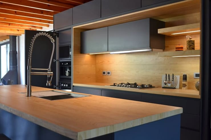 Built-in kitchens by Athalia cocinas y Carpinteria