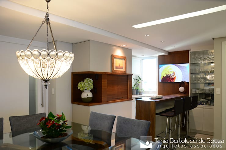 Sala de Jantar e Churrasqueira: Salas de jantar  por Tania Bertolucci  de Souza  |  Arquitetos Associados