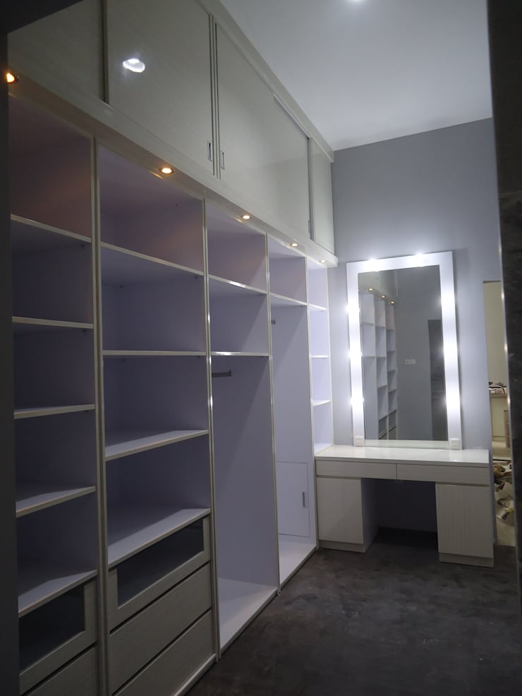 wardrobe : modern Dressing room by luxe interior