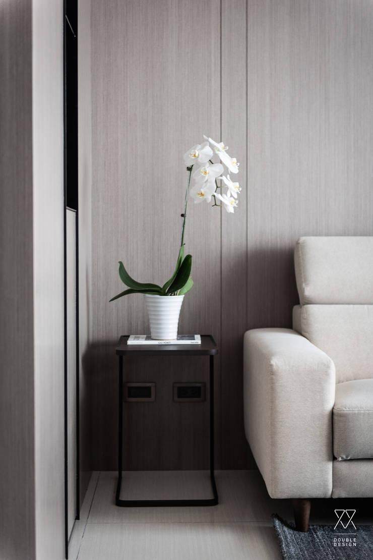 新北永和 敦南一品  Chen residence:  客廳 by 双設計建築室內總研所
