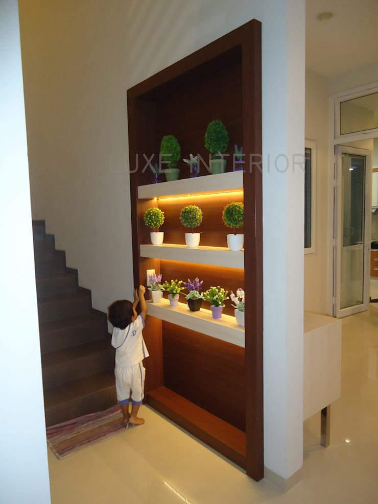 Corridor, hallway & stairs by luxe interior