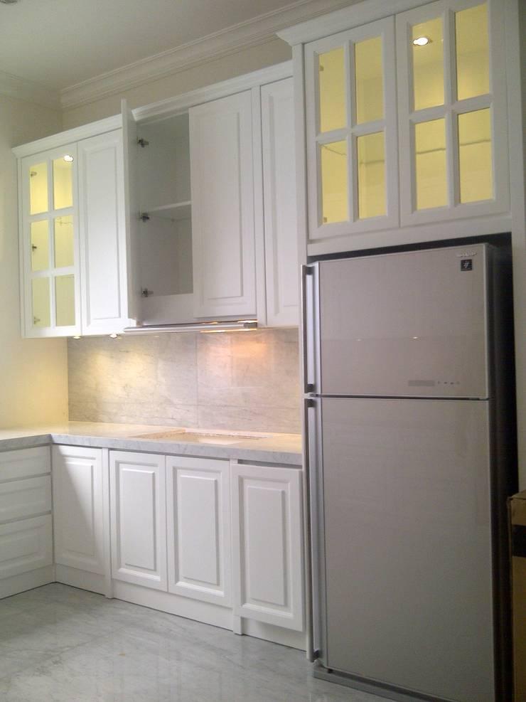 kitchen:  Kitchen by luxe interior