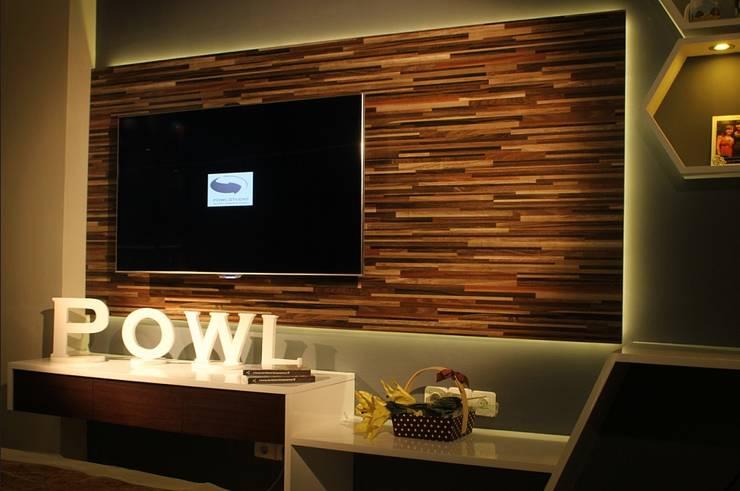 Studio Aparment Beverly Honeycomb:  Living room by POWL Studio