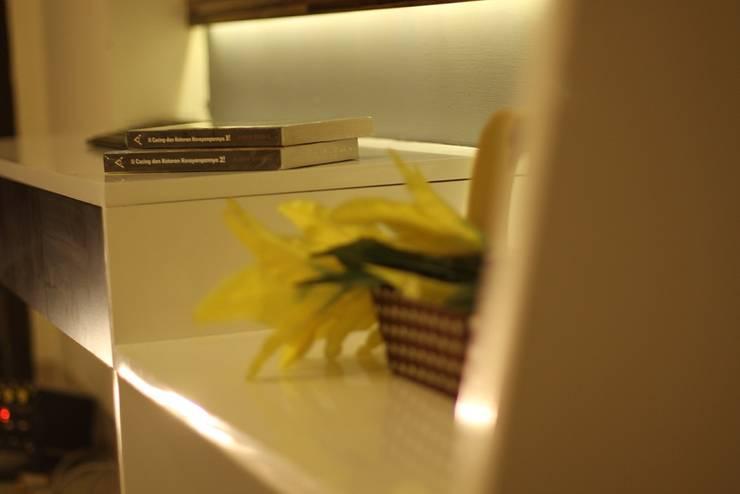 Studio Aparment Beverly Honeycomb:  Household by POWL Studio