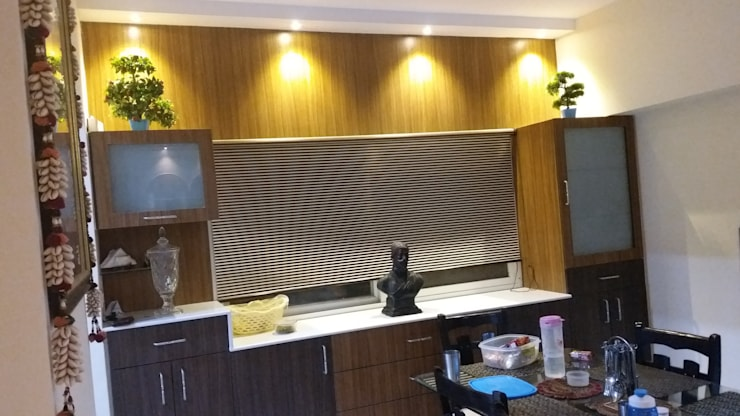 Crockery Unit: modern Dining room by Design Kreations
