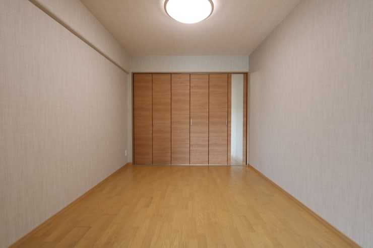 京都の風景を楽しむ空間: 株式会社井蛙コレクションズが手掛けた寝室です。