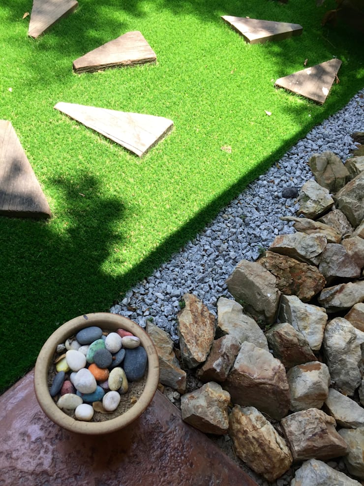 Interior Renovation:  Garden by LI A'ALAF ARCHITECT