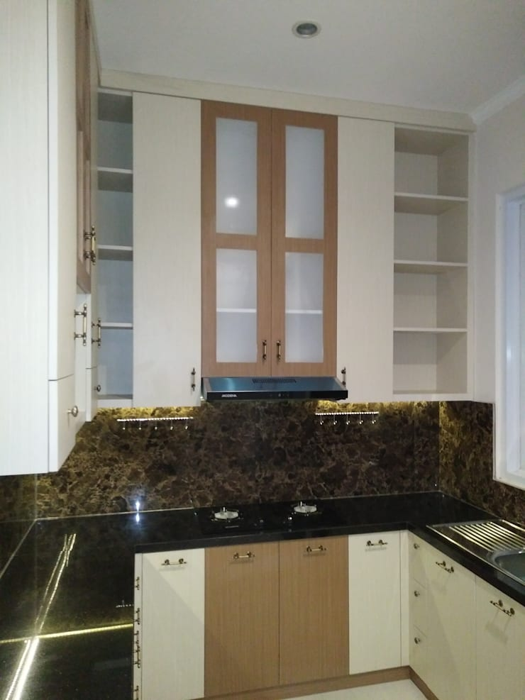 Perspektif Tampak dari R. Tamu:  Dapur built in by Amirul Design & Build