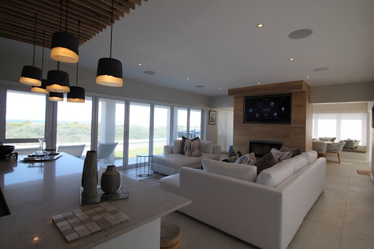 Entertainment Area:  Living room by Audio Visual Projects (PTY) Ltd,