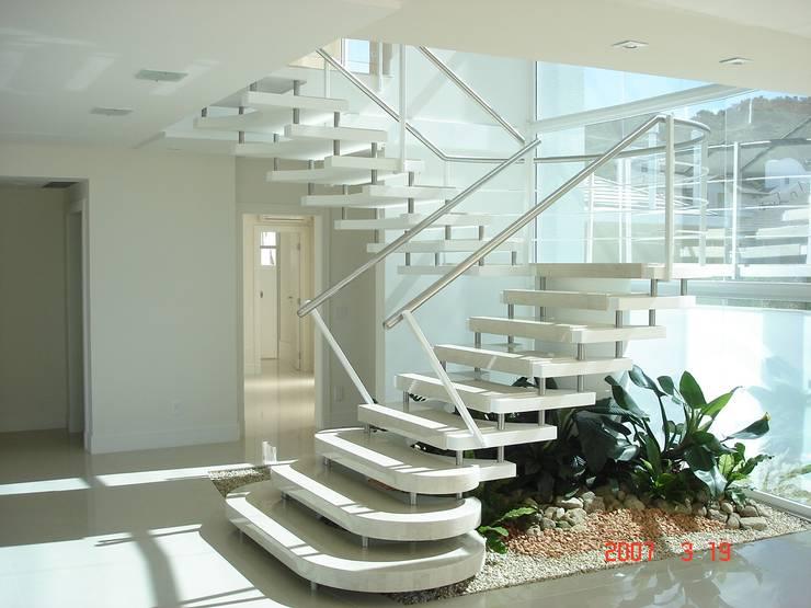 Escada Modelo Millenium: Escadas  por ESCADAS MILLENIUM®