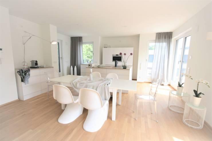 Unit dapur oleh Münchner home staging Agentur GESCHKA, Klasik