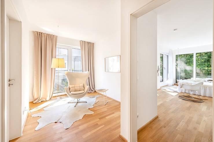 Ruang Kerja oleh Münchner home staging Agentur GESCHKA, Klasik