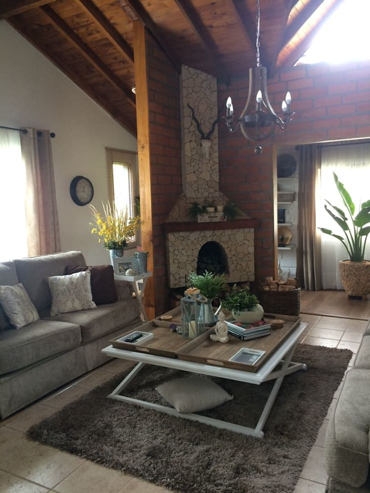 Sala con Chimenea: Salas de estilo clásico por Nancy Trejos