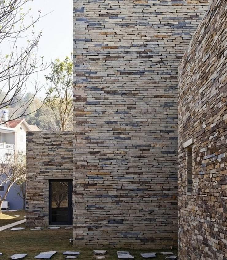 Đá chẻ đa quy cách ốp trang trí tường:  Biệt thự by CÔNG TY TNHH TM & DV HUY GIA THỊNH