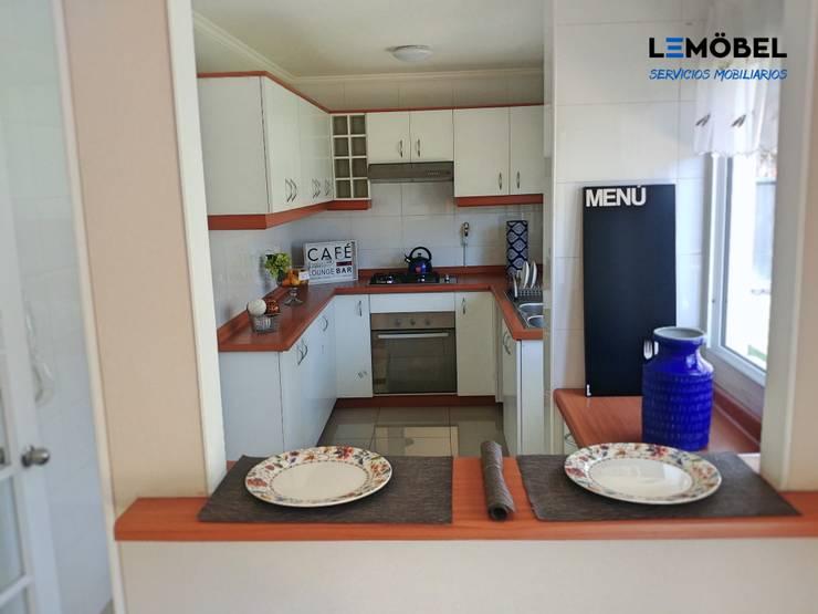 Cocina Olmos : Cocina de estilo  por Servicios Mobiliarios LeMöbel SpA