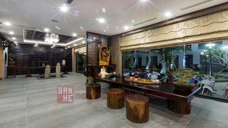 Nhà hàng Tam Hòa Viên:  Interior landscaping by Nội thất Tam Hòa