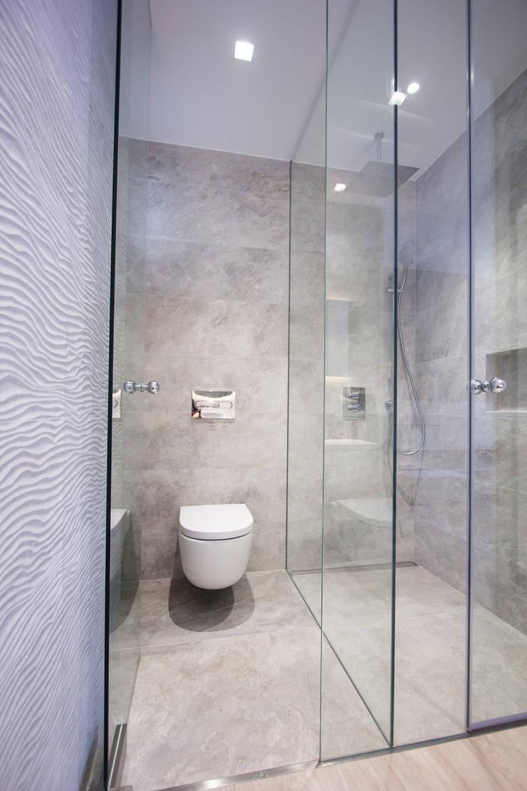 現代浴室設計點子、靈感&圖片 根據 Bocetto Interiorismo y Construcción 現代風