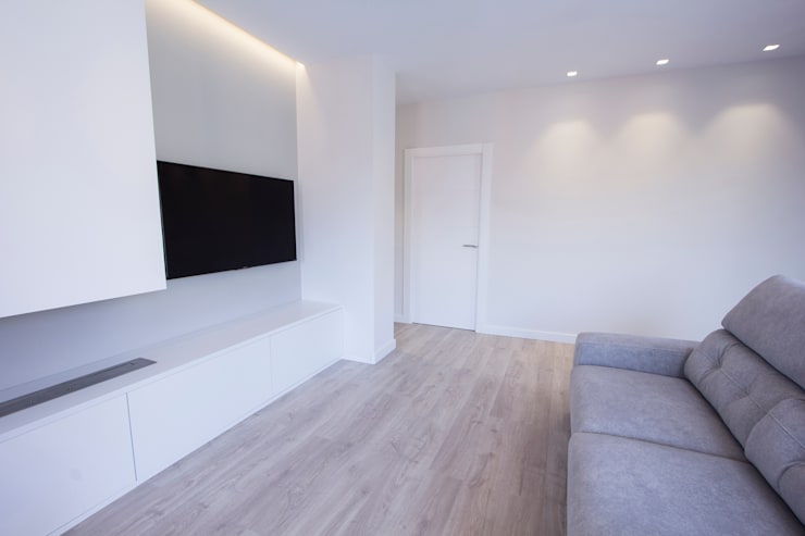 现代客厅設計點子、靈感 & 圖片 根據 Bocetto Interiorismo y Construcción 現代風