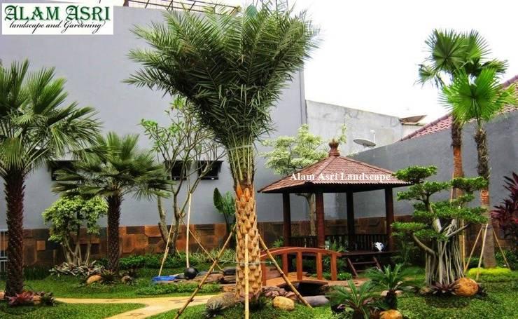 Tukang Taman Surabaya Profesional:  Kolam taman by Tukang Taman Surabaya - Alam Asri Landscape