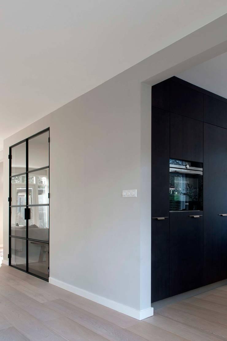Verbouwing familiewoning Den Haag:  Keuken door Atelier Perspective Interieurarchitectuur, Modern