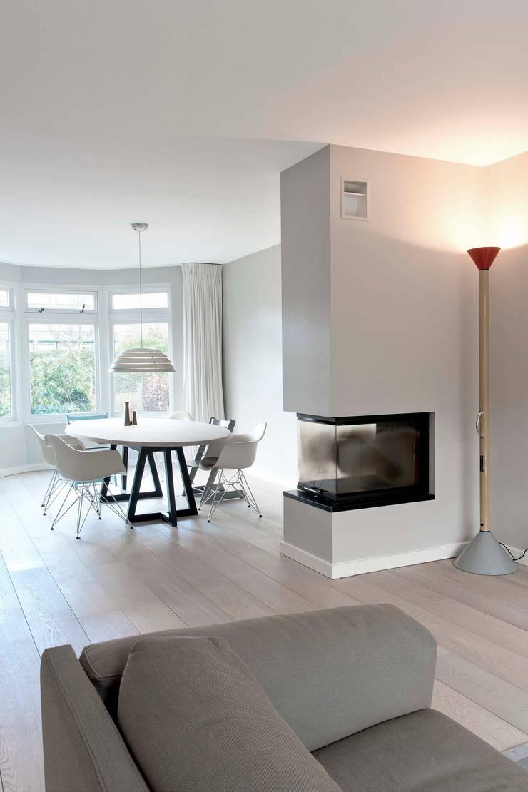 Verbouwing familiewoning Den Haag:  Eetkamer door Atelier Perspective Interieurarchitectuur, Modern