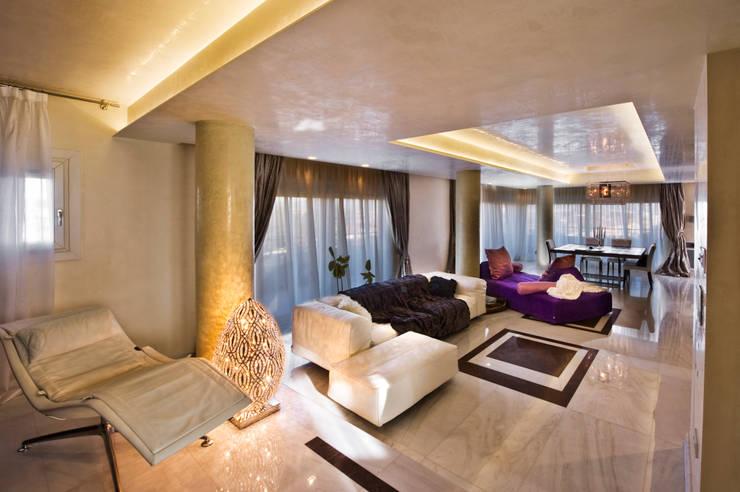 غرفة المعيشة تنفيذ Studio Merlini Architectural Concept