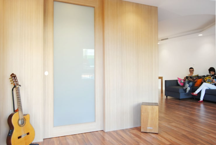 Puertas y ventanas de estilo  por Loft 26
