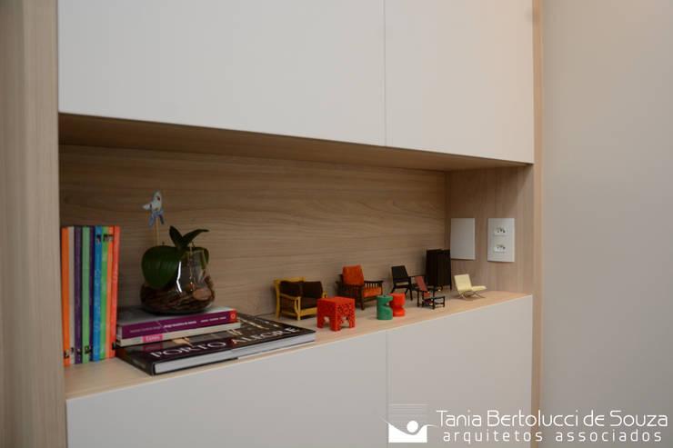Recepção: Escritórios  por Tania Bertolucci  de Souza     Arquitetos Associados