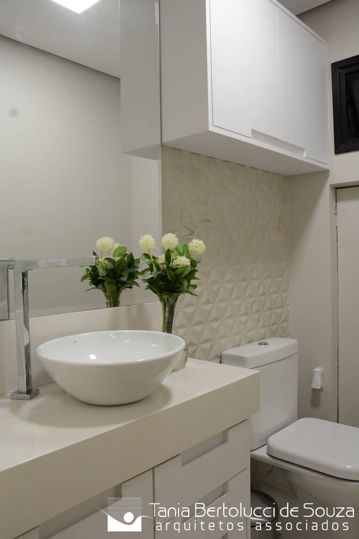 Lavabo: Banheiros  por Tania Bertolucci  de Souza     Arquitetos Associados