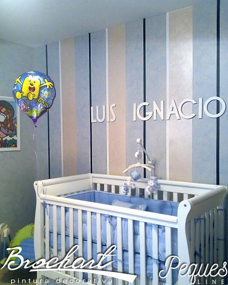 Técnica Rayas Chic Baby ©: Paredes y pisos de estilo  por Brochart pintura decorativa