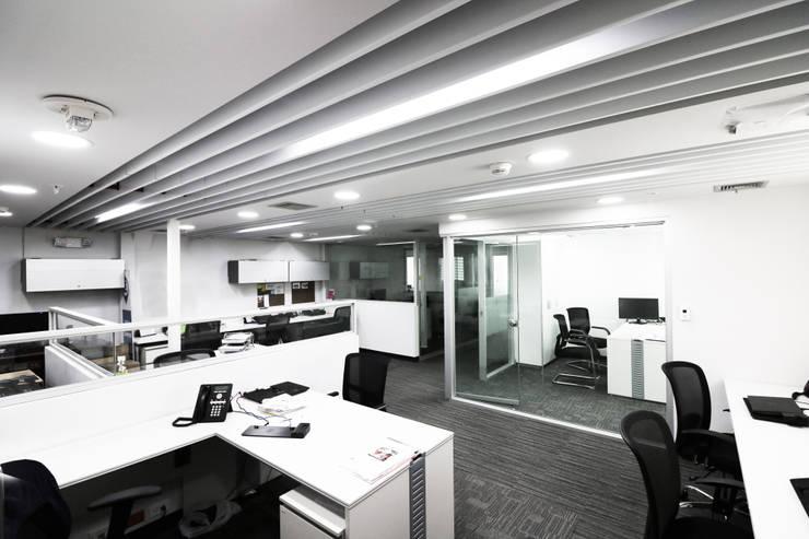 Oficinas de estilo  por GA Experimental