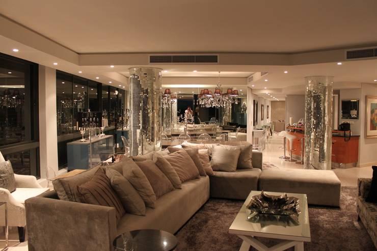 Residential Clifton:  Living room by Lean van der Merwe Interiors