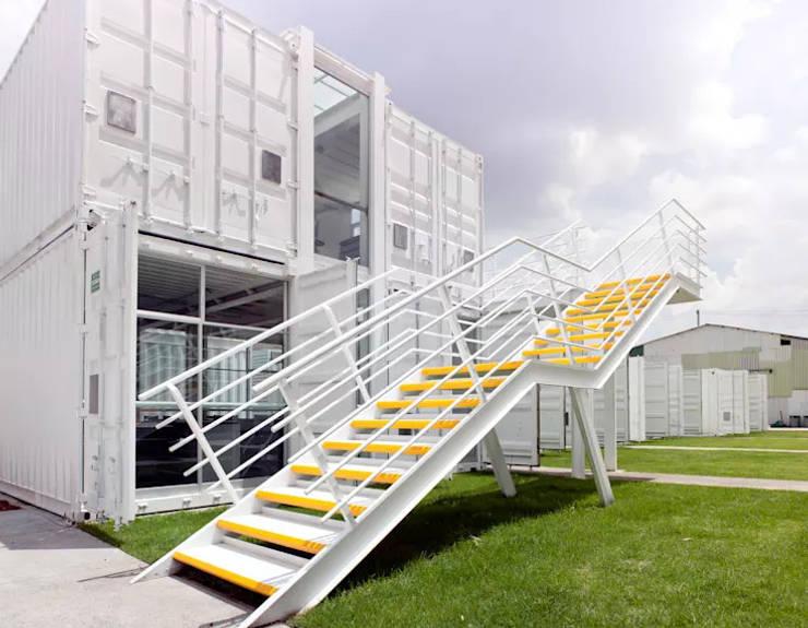 Oficinas en contenedores marítimos: Oficinas y Tiendas de estilo  por WORLD CONTAINER COLOMBIA, Industrial