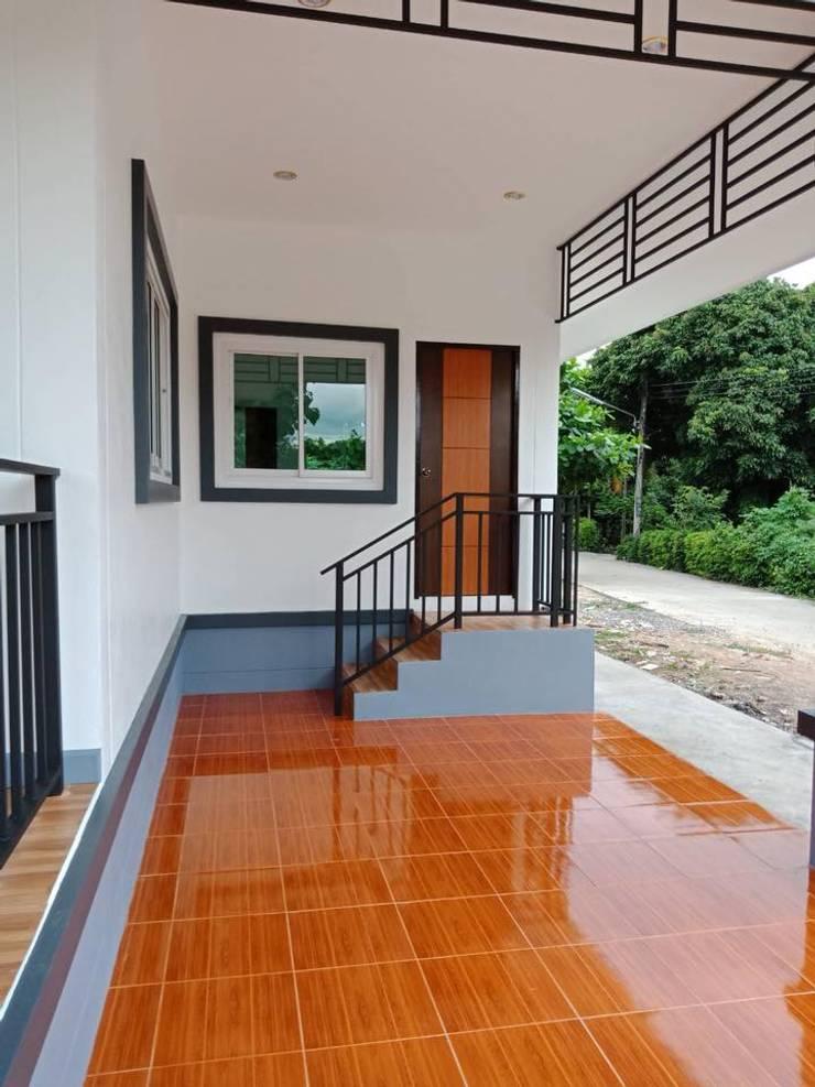 โรงจอดรถ:   by แบบบ้านออกแบบบ้านเชียงใหม่