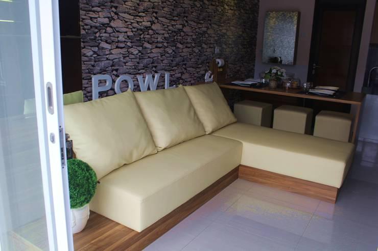Salas / recibidores de estilo  por POWL Studio,