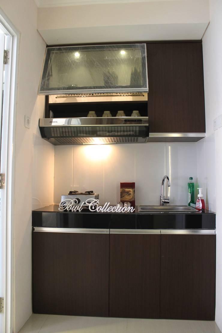 Gateway Pasteur Apartment Ruby:  Dapur built in by POWL Studio