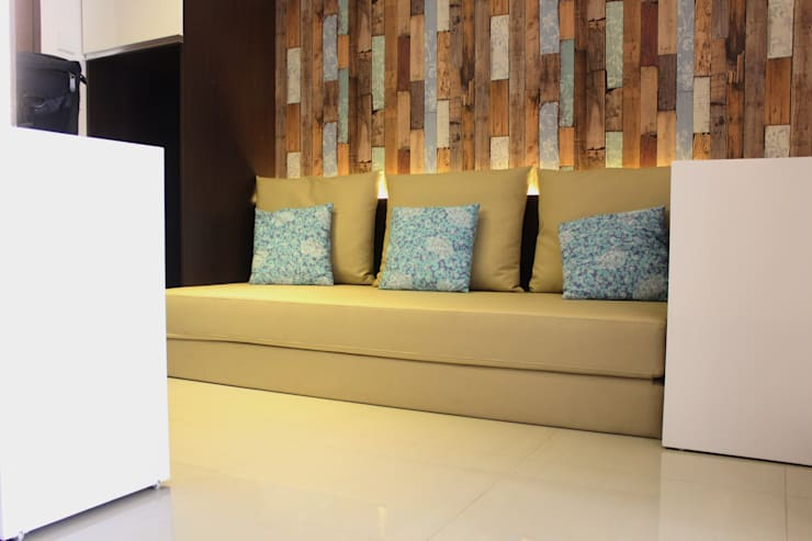 Gateway Pasteur Apartment Ruby:  Ruang Keluarga by POWL Studio