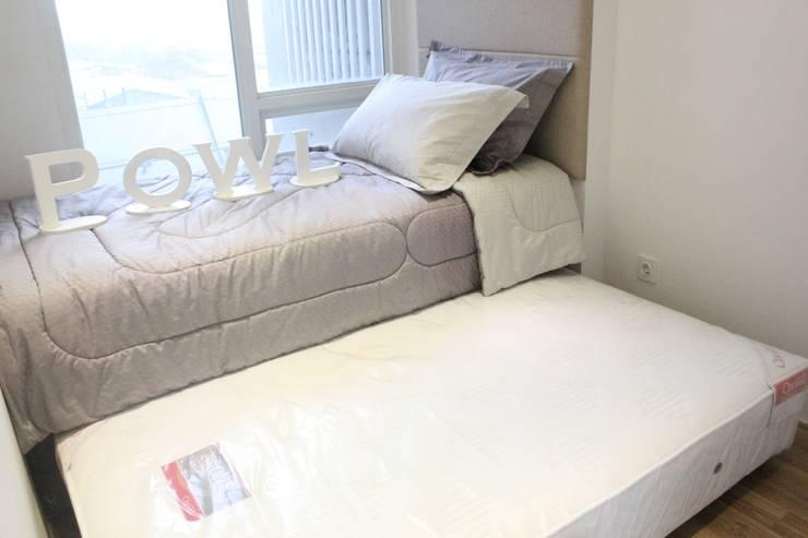 Apartemen Landmark II – 2 Bedroom (Design II):  Kamar Tidur by POWL Studio
