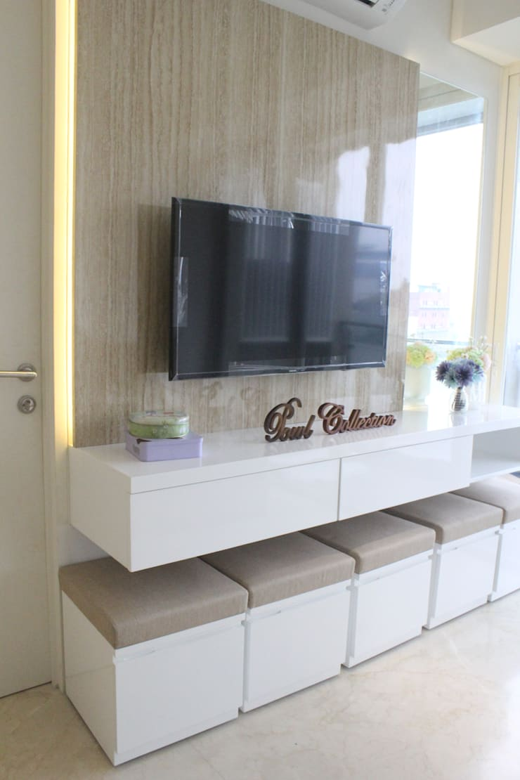 Apartemen Landmark II – 2 Bedroom (Design II):  Ruang Keluarga by POWL Studio