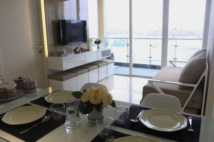 Apartemen Landmark II – 2 Bedroom (Design II):  Koridor dan lorong by POWL Studio