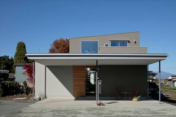 Garage / Hangar de style  par arc-d, Moderne