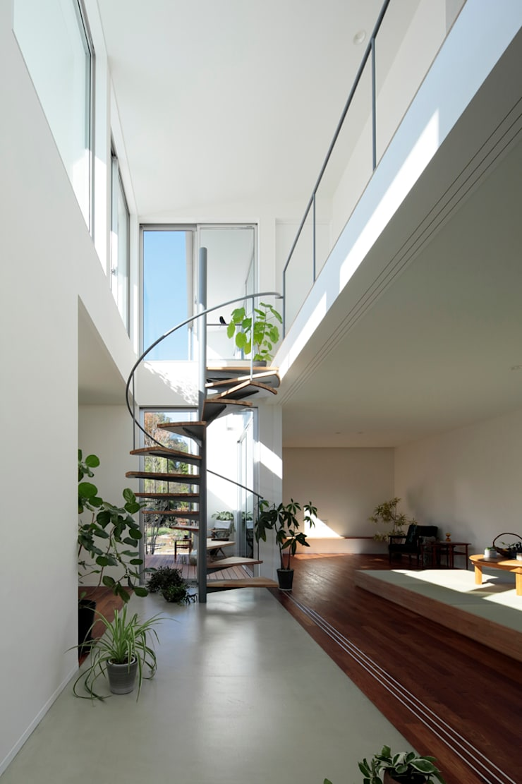 Couloir et hall d'entrée de style  par arc-d, Moderne