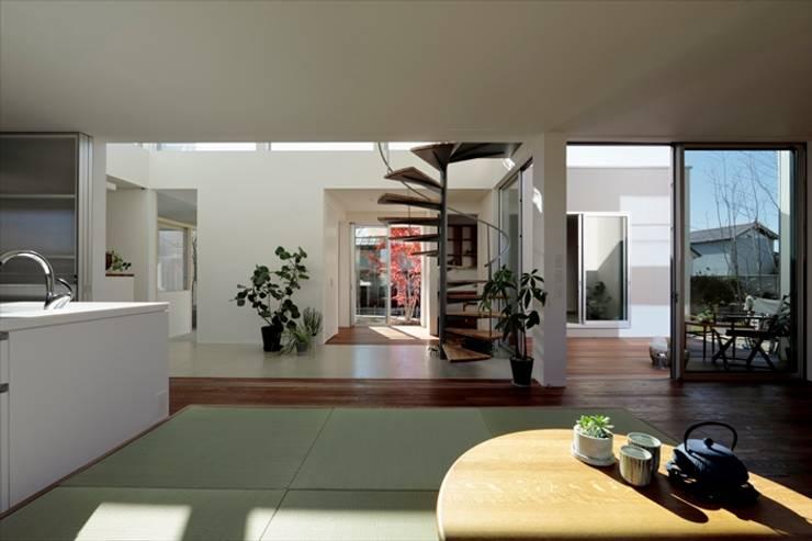 Salle multimédia de style  par arc-d, Moderne