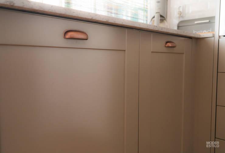 Projekty,  Kuchnia zaprojektowane przez Moderestilo - Cozinhas e equipamentos Lda,